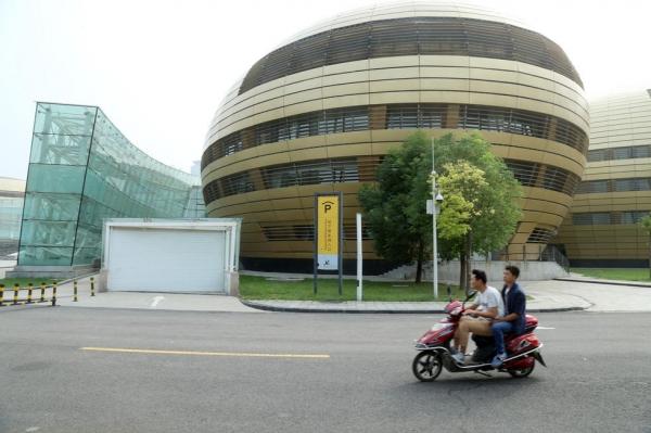 """中国十大最丑建筑-郑州""""金蛋"""""""