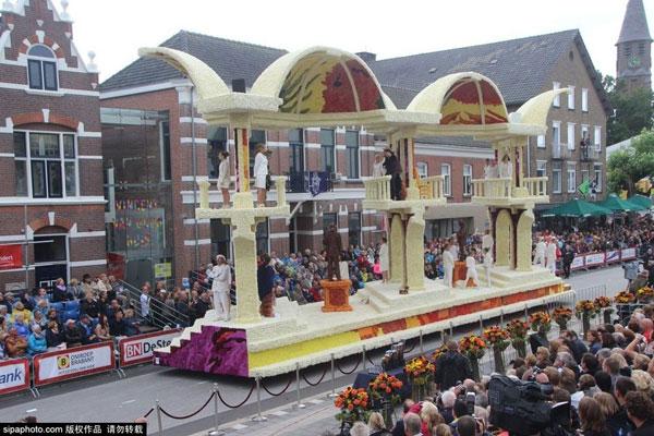 史上最牛花车盛会 纪念梵高逝世125周年