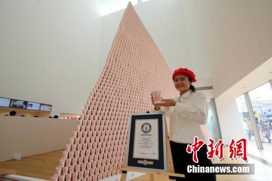 世界最大的包装食品金字塔-桶装方便面-创吉尼斯