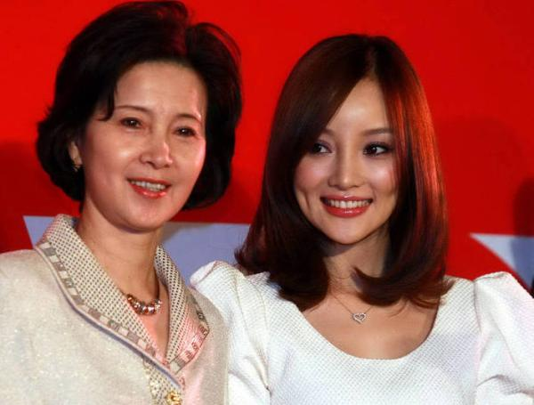 """中国娱乐圈十大明星""""最美母女""""组合之姐妹花颜照PK"""
