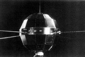 """中国第一颗人造地球卫星""""东方红一号""""成功上天"""