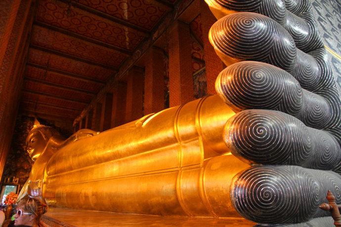 世界上最大卧佛-泰国佛教旅游胜地