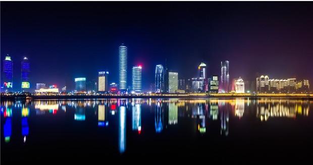 史上最大规模的固定性声光秀-南昌一江两岸景观照明
