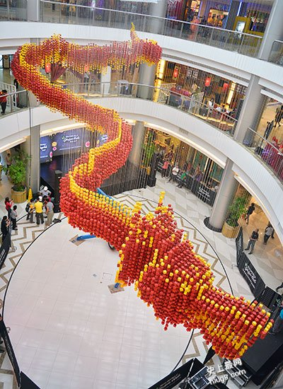 史上最大规模的中秋节折纸灯笼展(近2万只灯笼组成的巨型中国龙)
