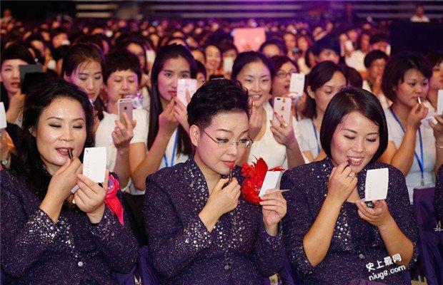 世界上最多人同时涂口红-彩妆品牌玫琳凯在举办杭州