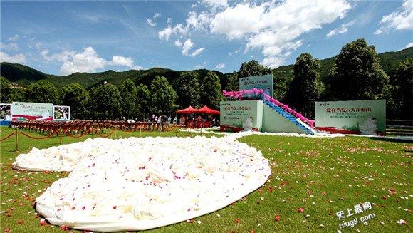史上最长婚纱拖尾2,599米-来自厦门十里蓝山设计师蔡美月之手