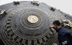 世界上最大铜鼓直径4.2米-广西两兄弟铸造