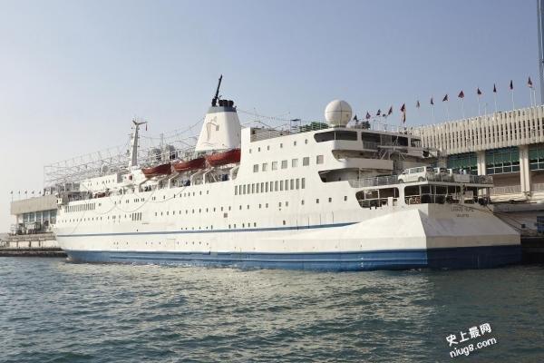 全球最大海上书展「望道号」游轮抵达香港