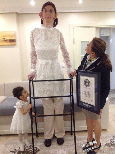 世界最高女青少年-土耳其Rumeysa Gelgi2.136米