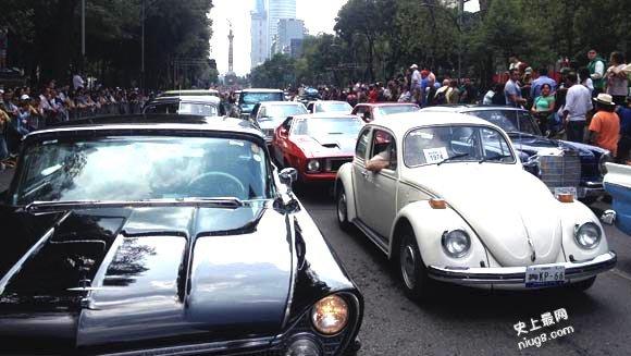 世界最长老爷车1,674辆巡游车队穿越墨西哥城