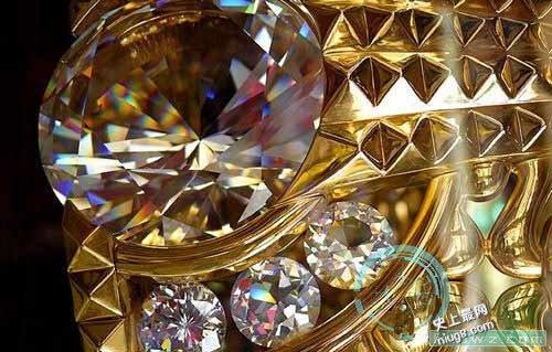 世界最大的黄金戒指Taiba制作的重达63.856公斤