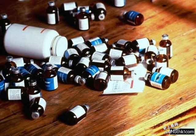 世界最大邪教引发的惨案:900人集体饮毒自杀!