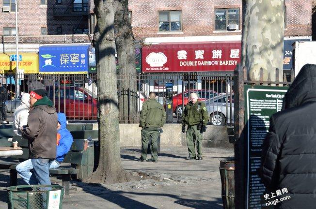 公园赌博 两华男被拘捕