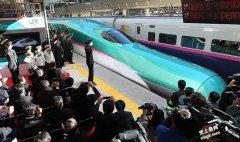 """日本新干线速度最快的列车 """"隼号"""""""