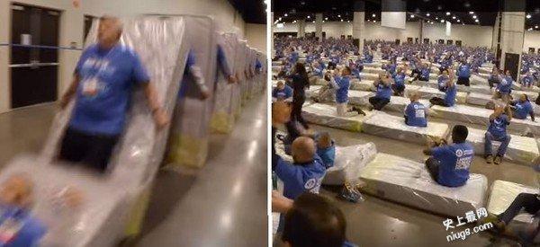 人肉床垫骨牌大賽新纪录 1200员工以13分38秒