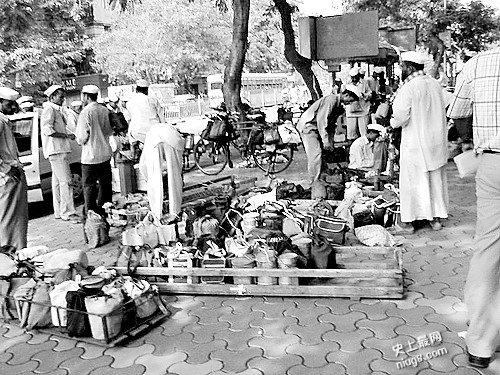 外卖史上印度奇迹快递 每天运送20万个便当,不写姓名地址也能送到!