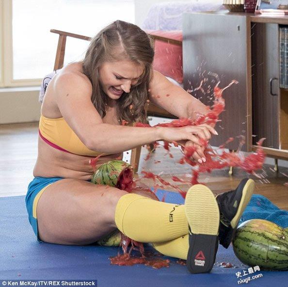 世界双腿夹功最厉害的女人 乌克兰Olga Liaschuk14秒夹爆3个大西瓜