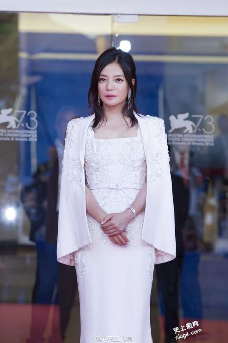 第73届威尼斯电影节闭幕 赵薇全白Look服装亮相