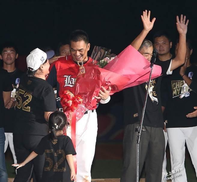陈金锋引退赛 2万球迷感动落泪