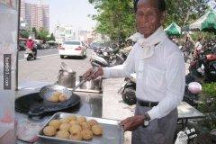 89岁老爷爷为了守着摊子宁愿「地瓜