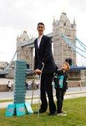 """新的""""世界第一高人""""土耳其克森身高达到2.46"""