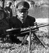 弗拉索夫先投降德军后投降美军 曾被斯大林授予